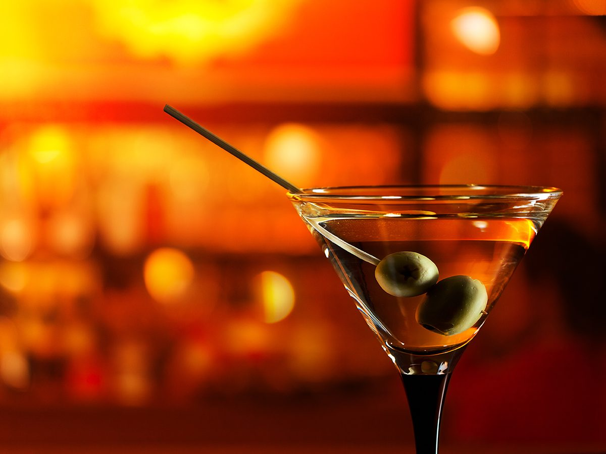 Best Reader's Digest jokes of all time - martini cocktail at bar