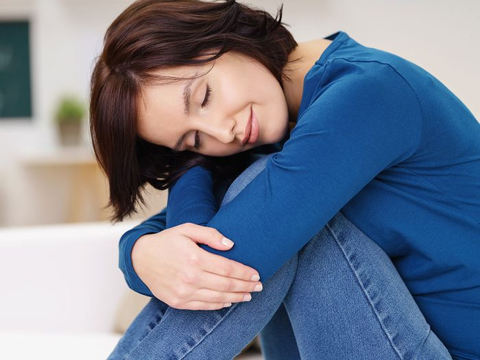 How to get rid of hiccups - hug your knees