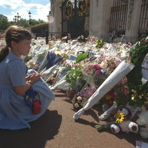 Child With Flowers Outside Kensington Palace As Tribute Following Death Of Diana Princess Of Wales 1997.