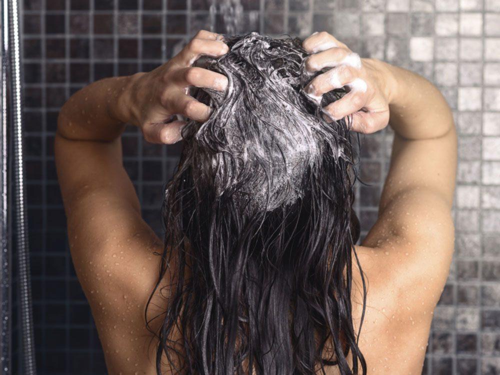 Shampooing hair