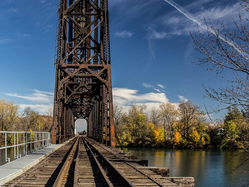 Train bridge over Welland Canal