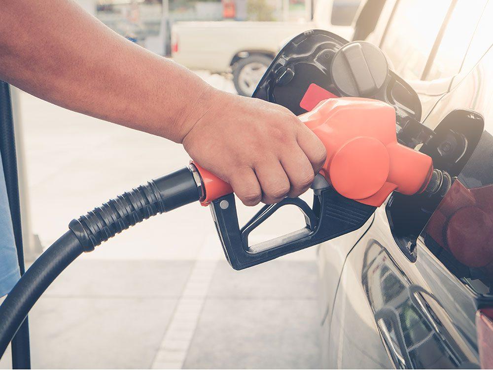 World's dumbest criminals - pumping gas