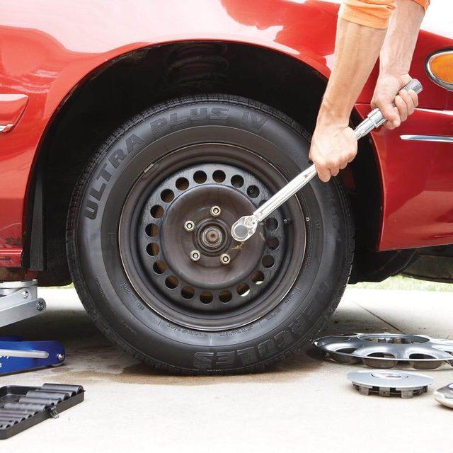 Repairing car tire