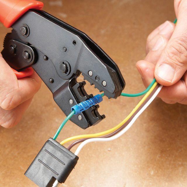 Splicing automotive wires