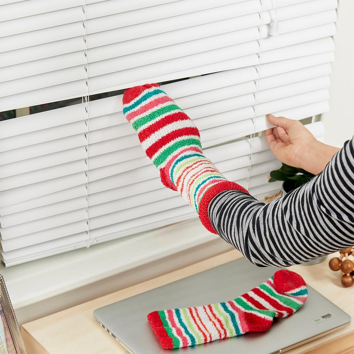 sock to clean window blinds HH