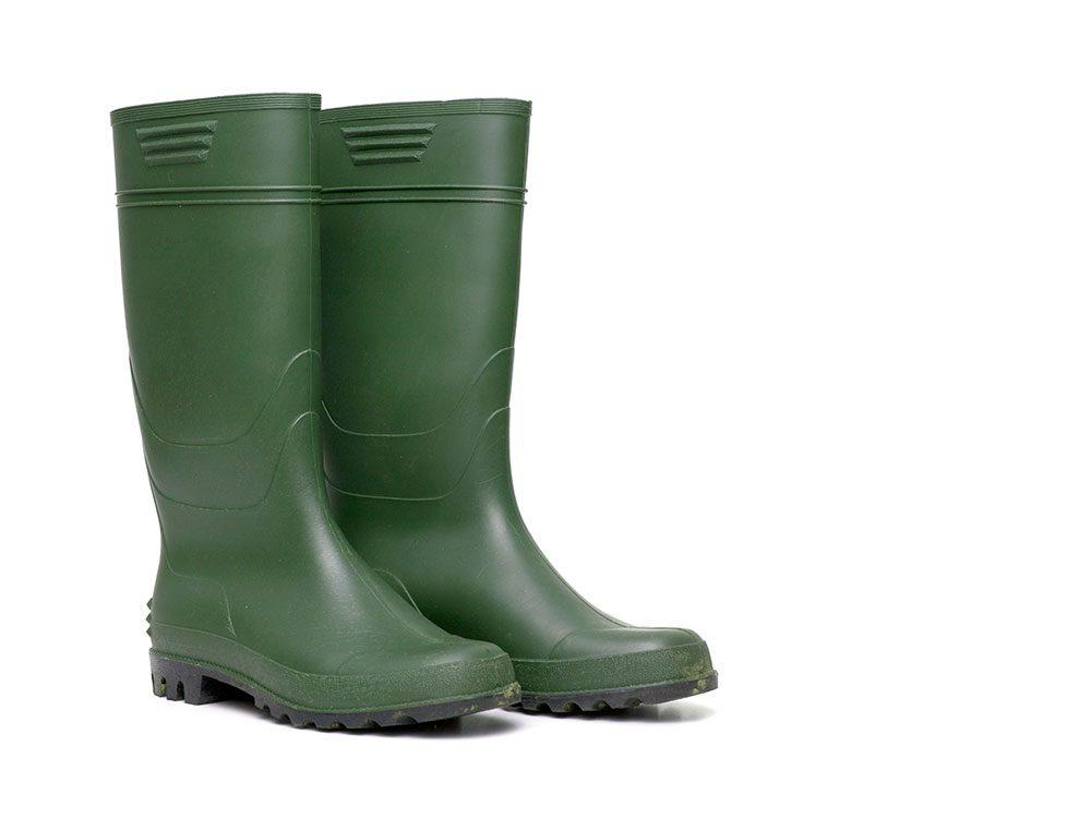 World's dumbest criminals - rubber boots