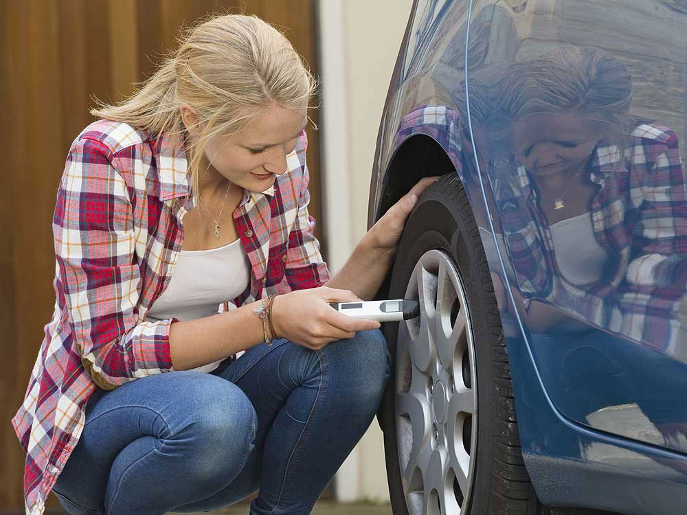 How to maintain car tires - check tire pressure