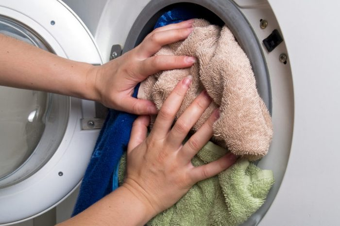 Preparation and loading clothes in the washing machine