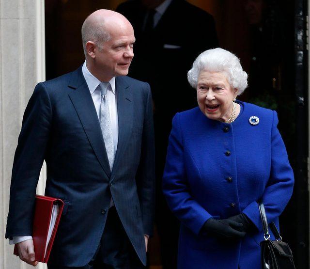 Britain Queen in Cabinet