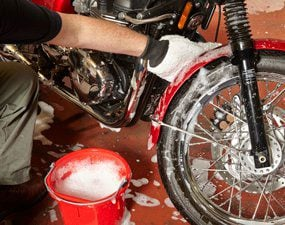 How to clean a motorcycle - step 1