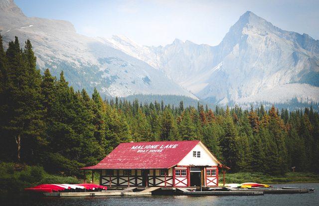 Maligne Lake, Alberta