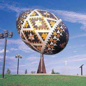 Roadside attractions across Canada - Vegreville Egg