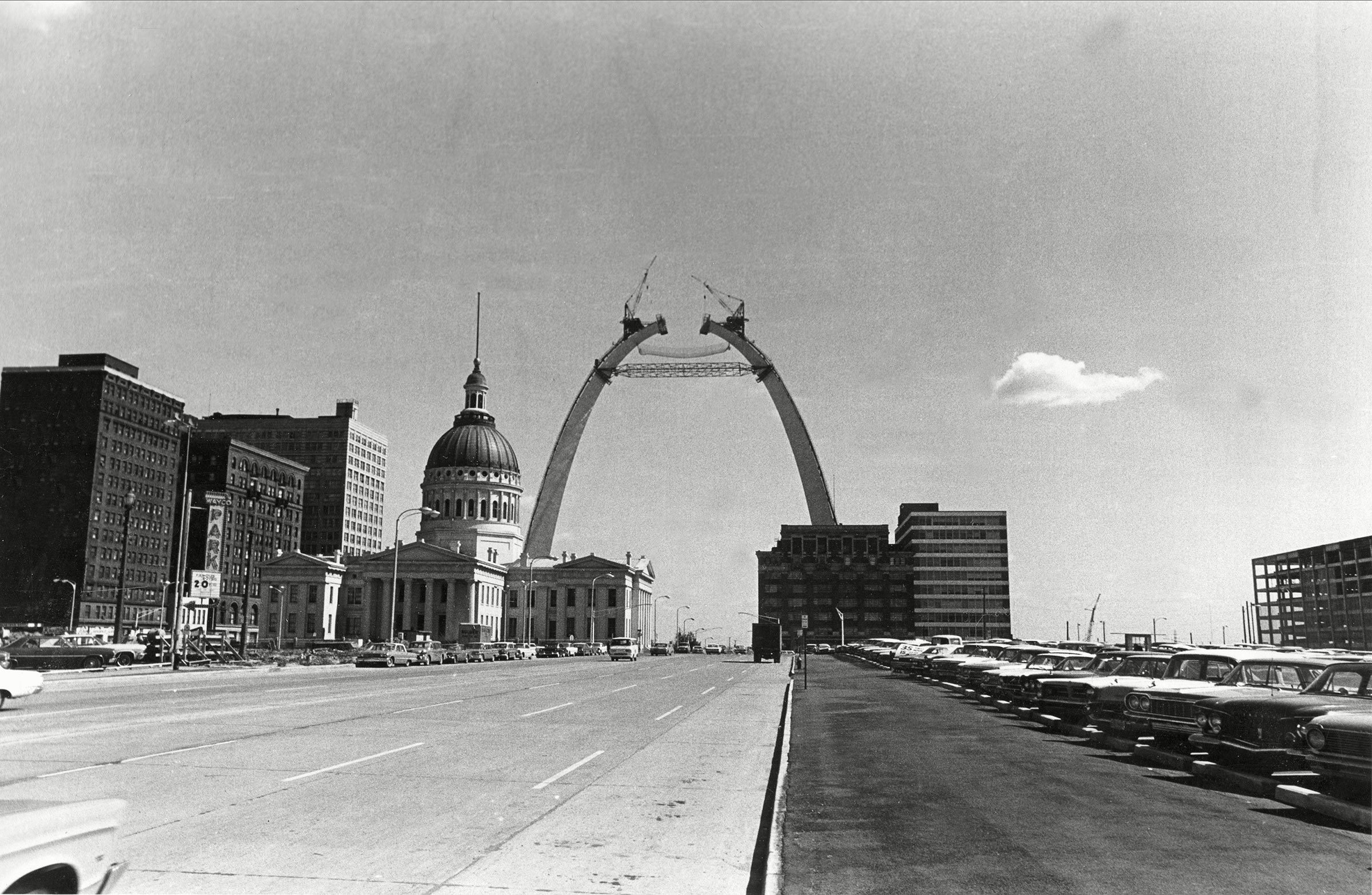 GATEWAY ARCH CONSTRUCTION, ST. LOUIS, USA
