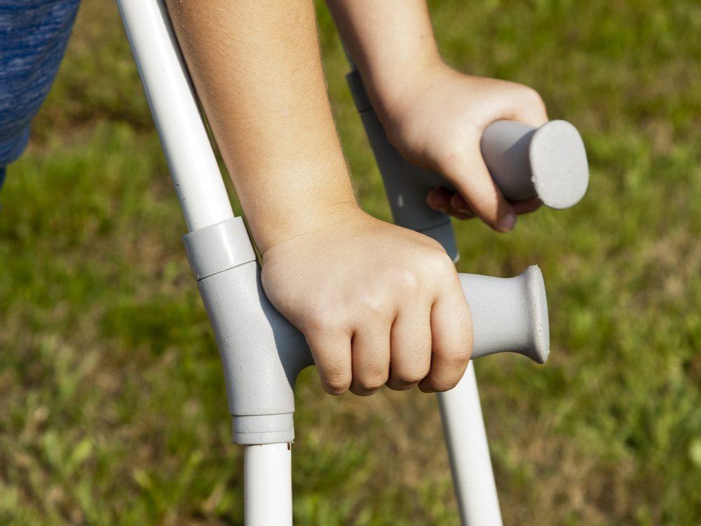 Child progressive dystonia crutches