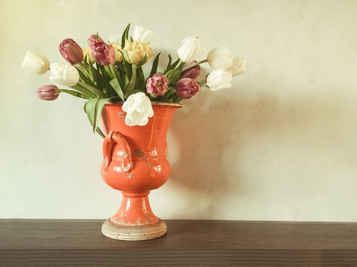 What to do with old corks - ceramic vase with flowers