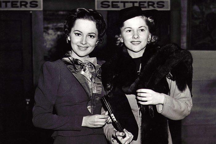 Joan-Fontaine-and-Olivia-de-Havilland