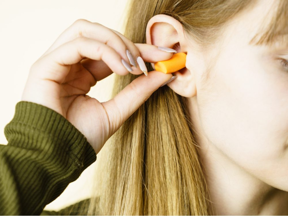 funny tweets ear plugs
