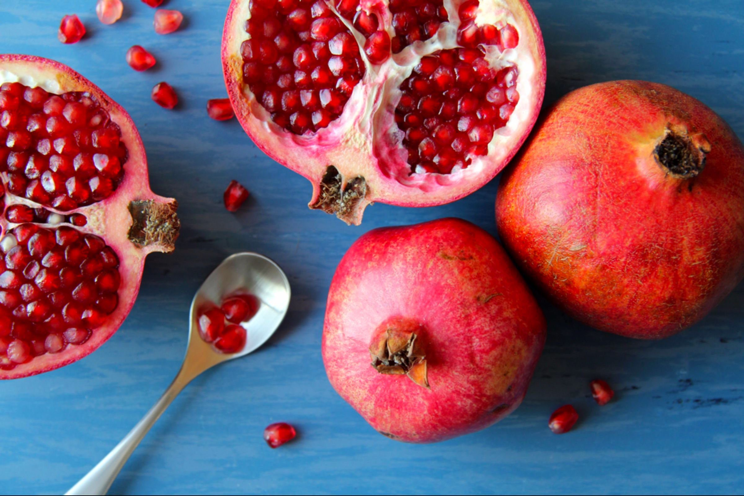 04-pomegranates-Fruits and Vegetables that Taste Best in the Fall_560360356-Tosa