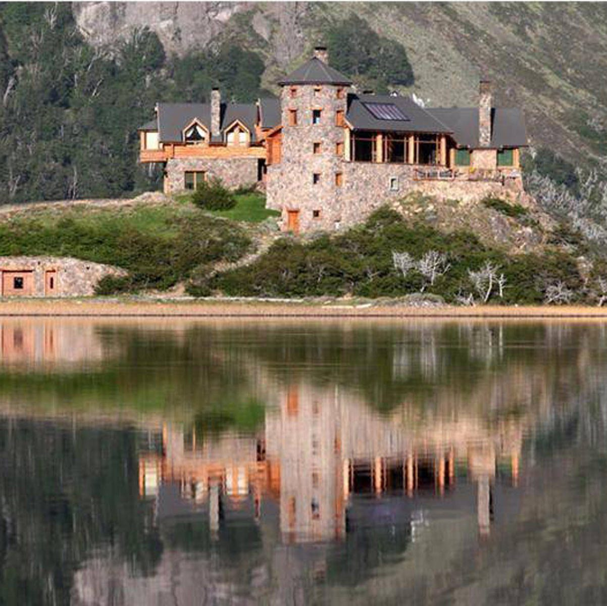 Beautiful-Mansion-with-Stone-work-in-Argentina-on-a-lake