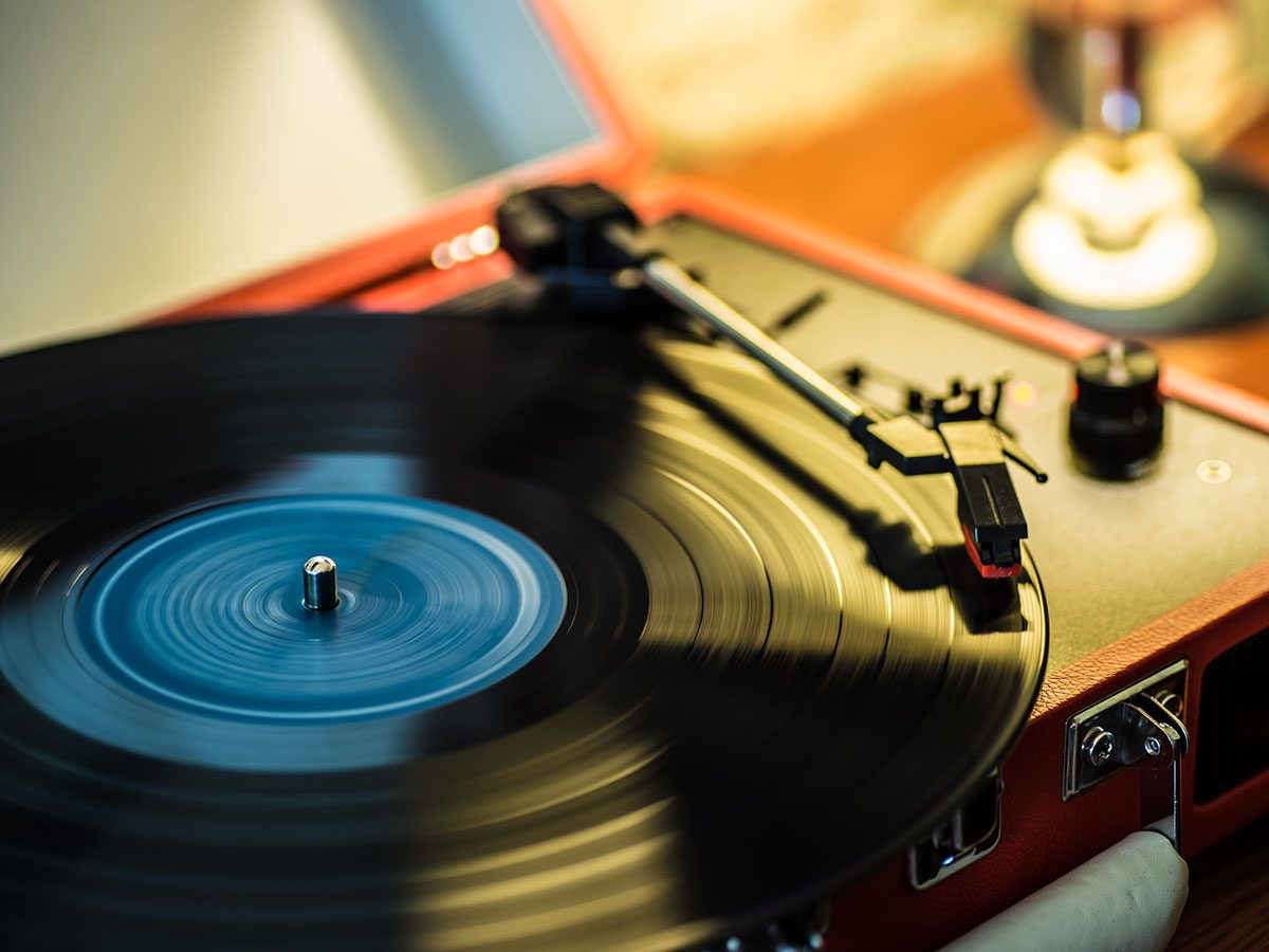 Hilarious Tweets - Record player one-hit wonder
