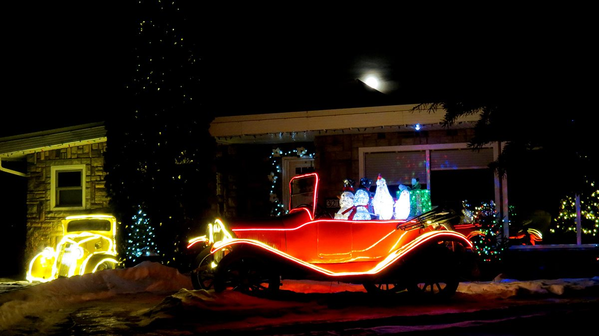 Deck the halls - outdoor lights red car