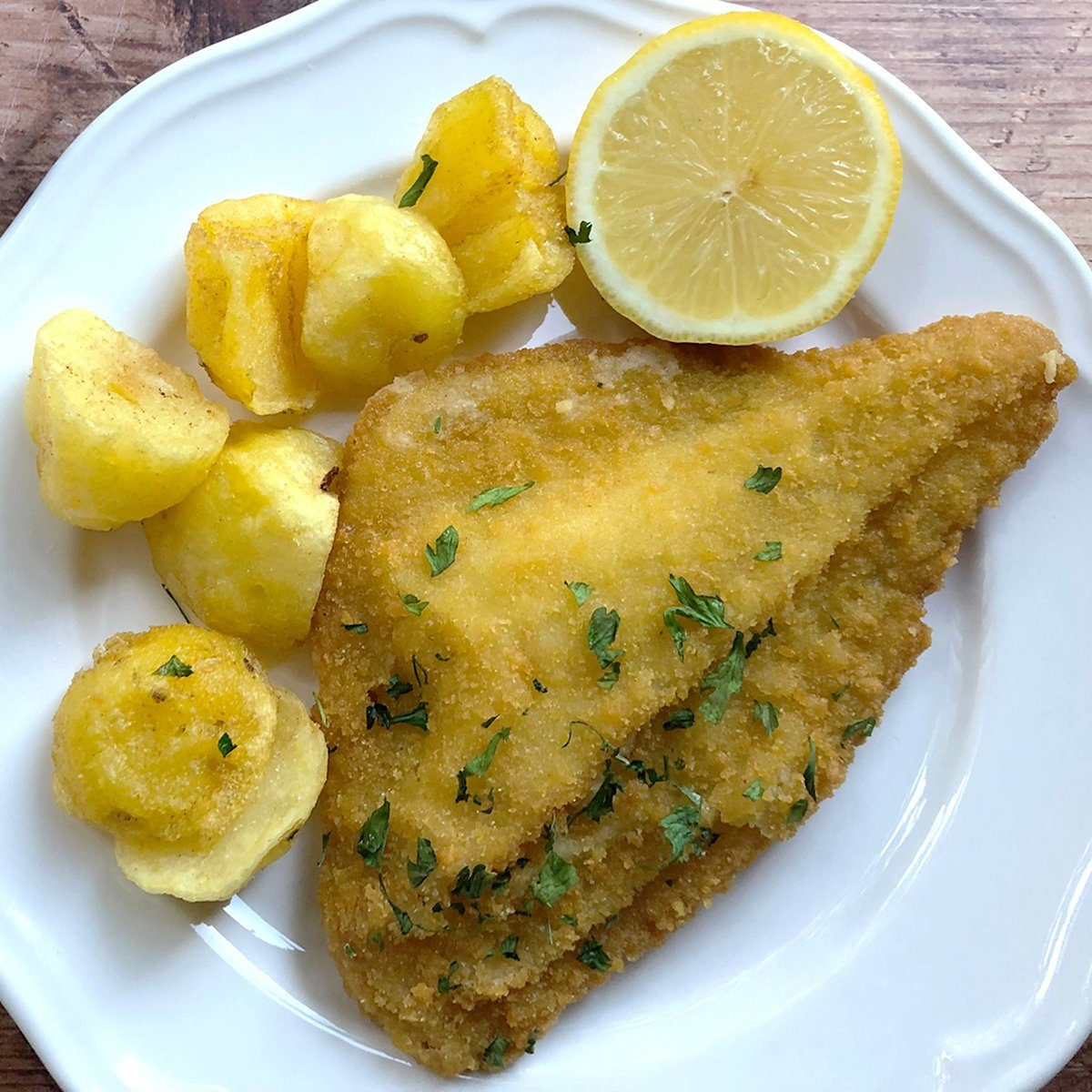 Fried fish with fried potatoes and sauce tartare.; Shutterstock ID 1489907675; Job (TFH, TOH, RD, BNB, CWM, CM): TOH