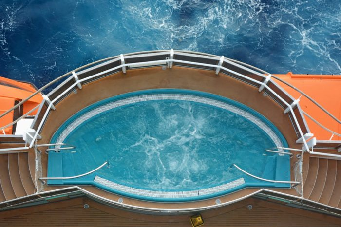 Jacuzzi on the cruise ship with ocean background