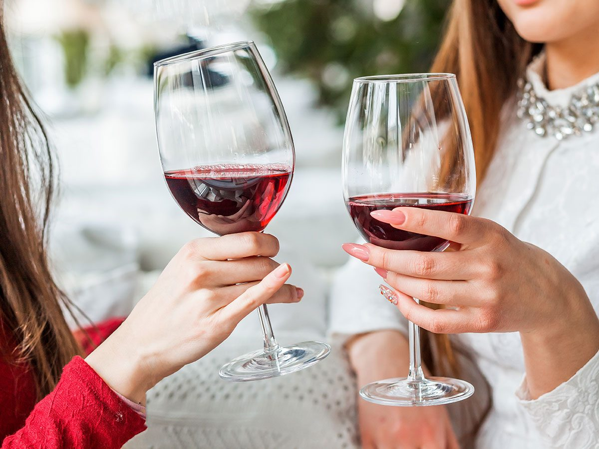 Two young women catching up over drinks