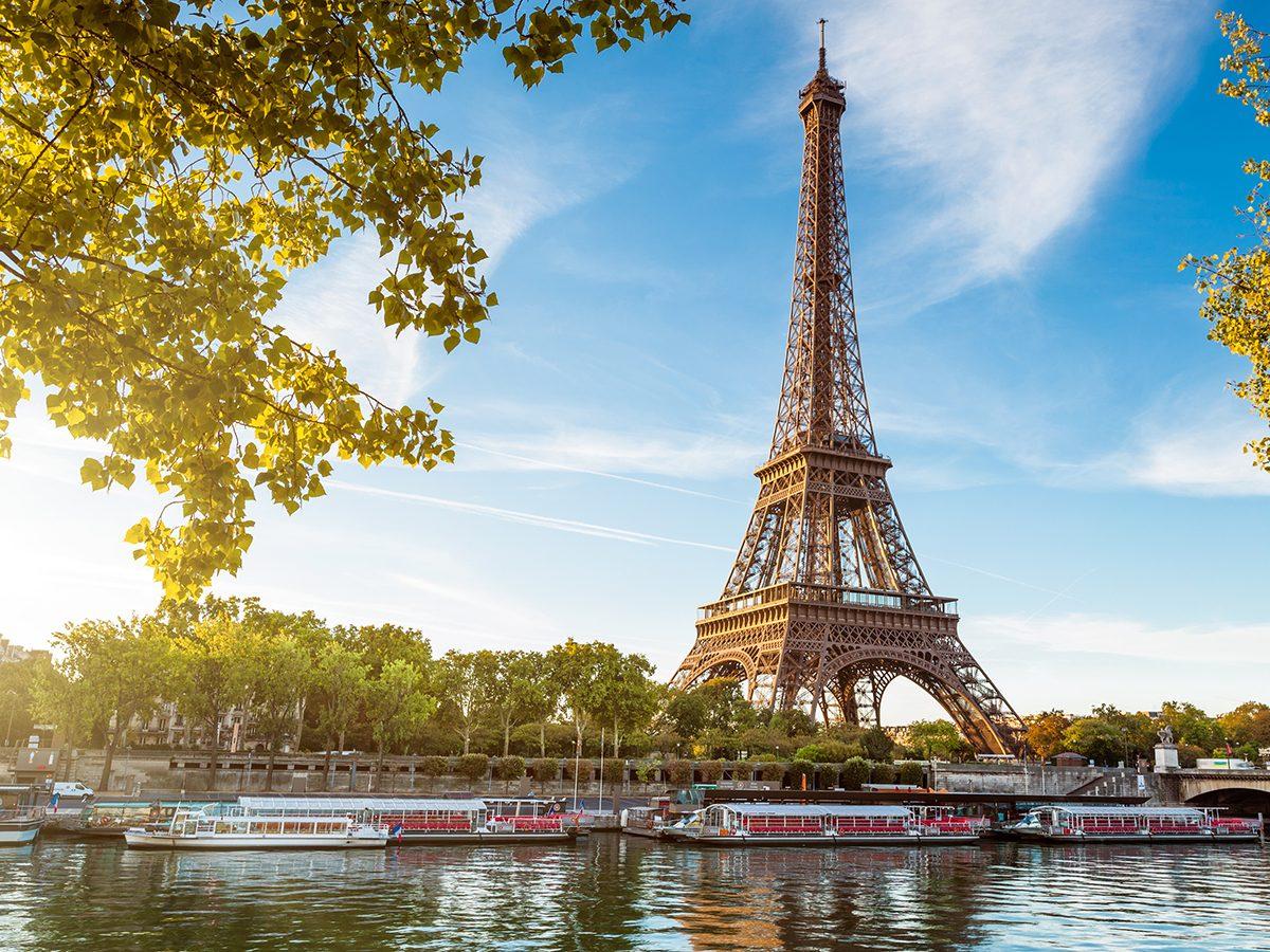 Best April Fool's pranks in history - Eiffel Tower
