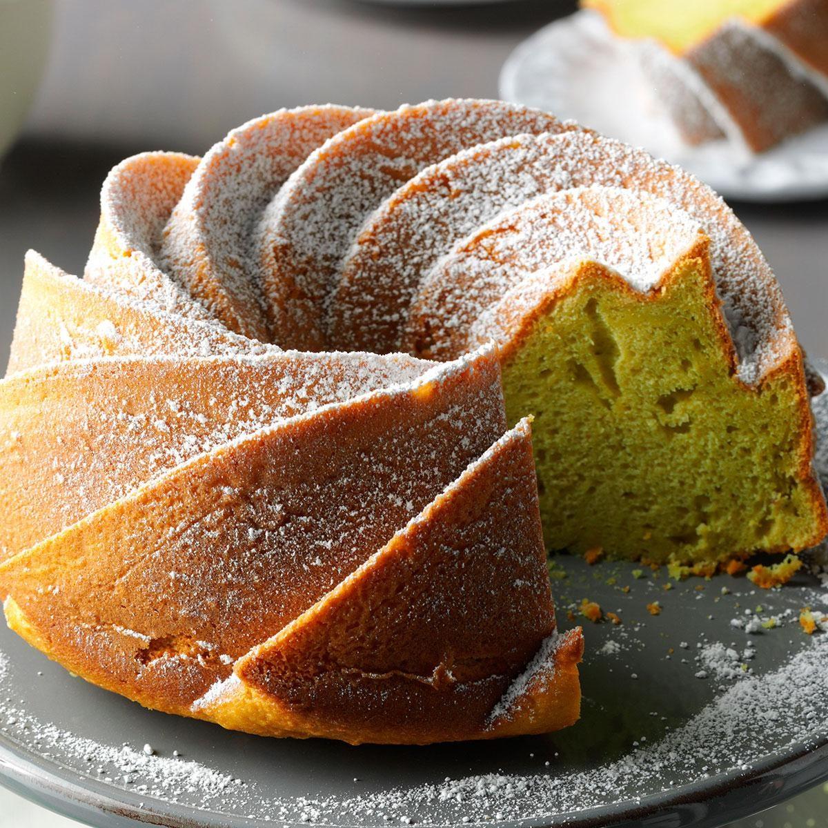 Pistachio tube cake