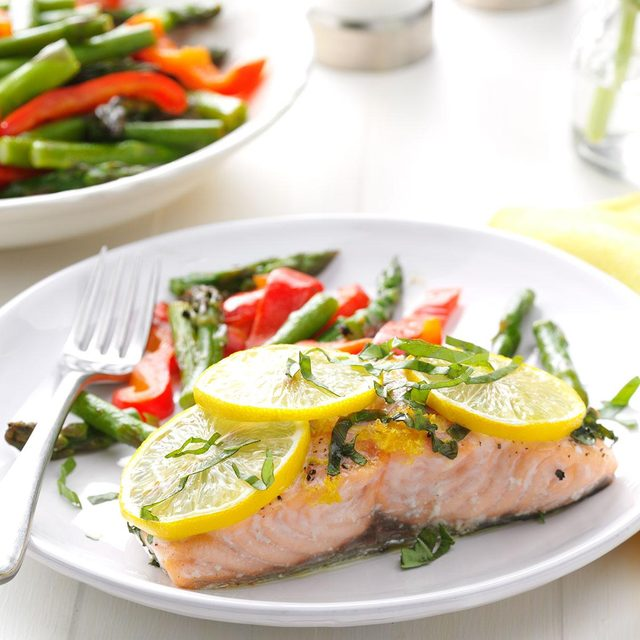 Salmon fillet with lemon