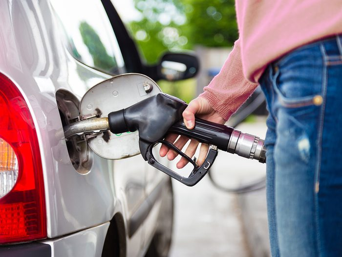 why you should always touch your car before pumping gas
