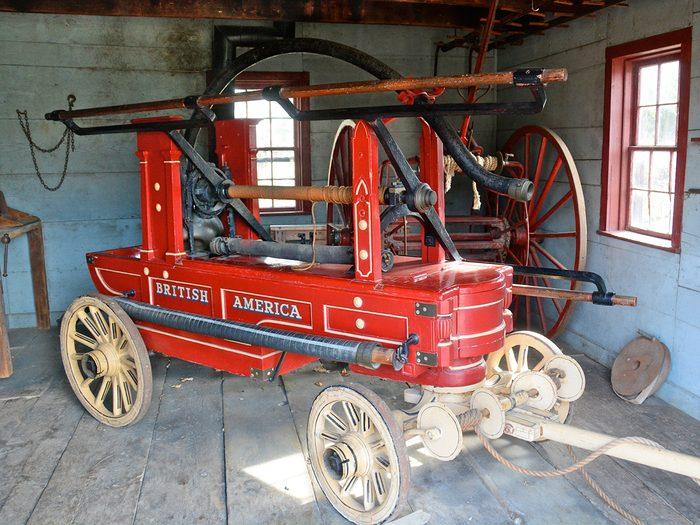 historical canadian photos - fire pumper