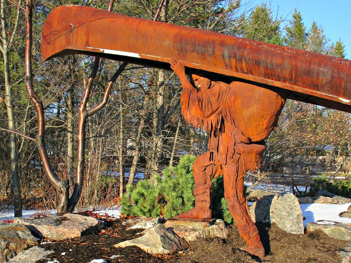 historical canadian photos - voyageur statue