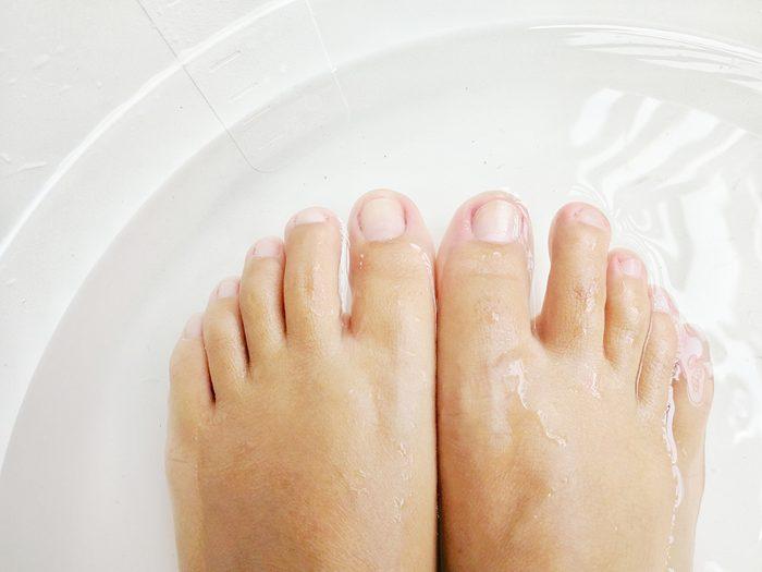 foot pain relief - sore feet remedies - foot soak