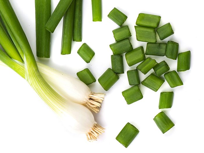 How to grow scallions from scraps