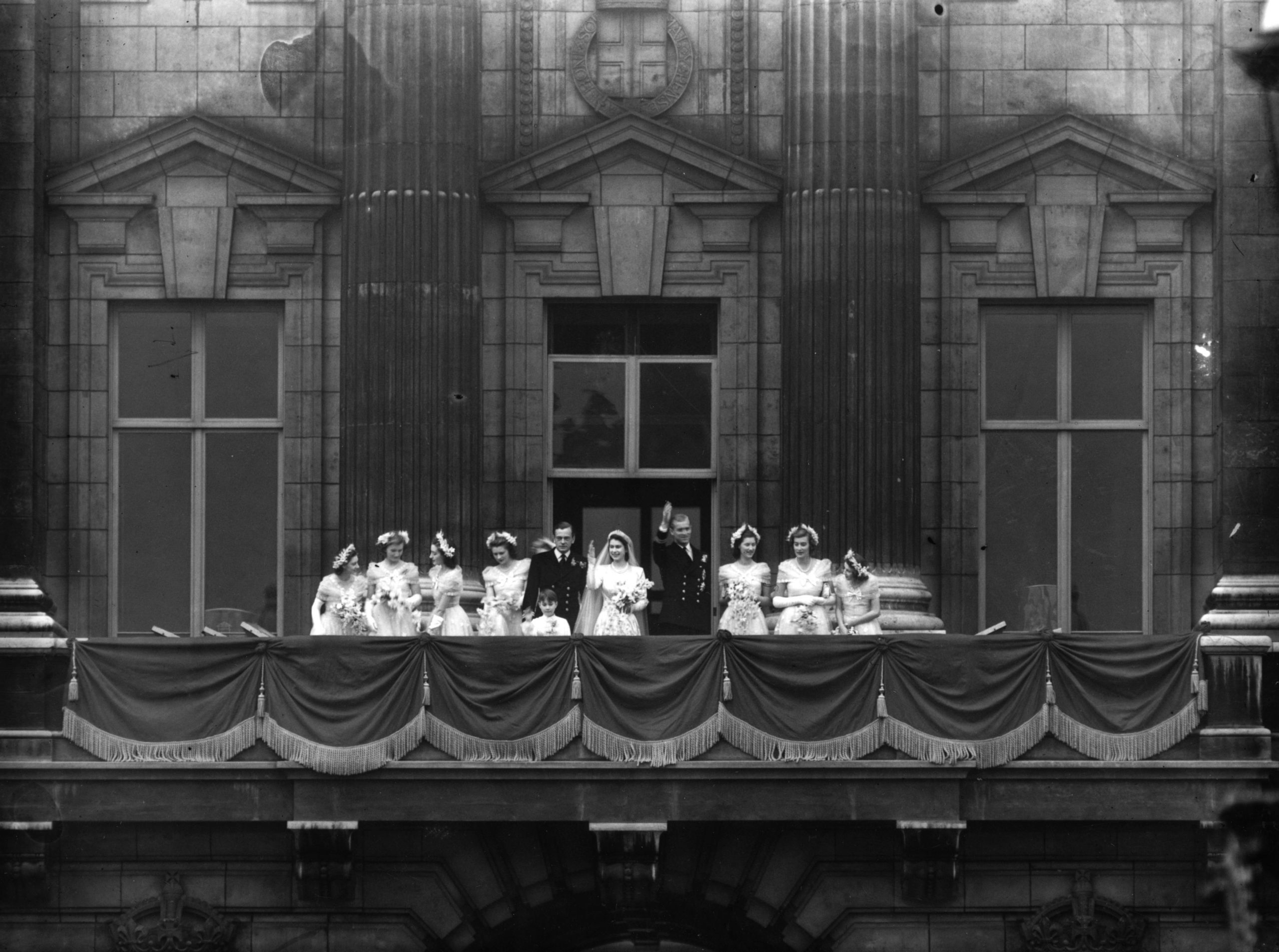 Balcony Wave on the wedding of Queen Elizabeth and Prince Philip