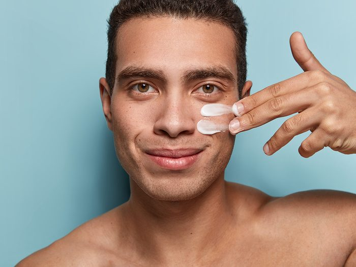 Reasons you're dehydrated - man moisturizing face