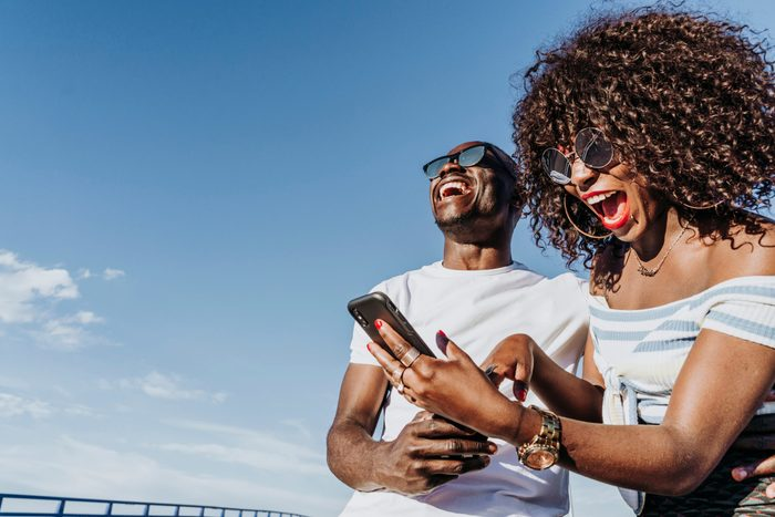 Sunglasses myths - Two friends wearing dark sunglasses