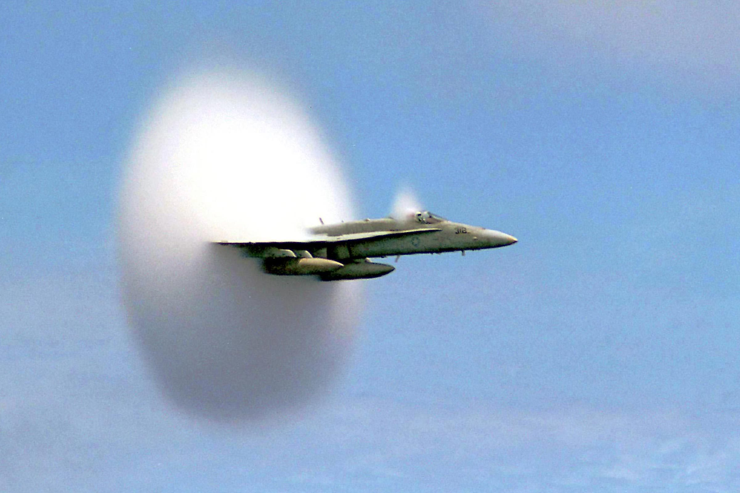 THE MOMENT A U.S. NAVY JET FIGHTER BURST THROUGH THE SOUND BARRIER