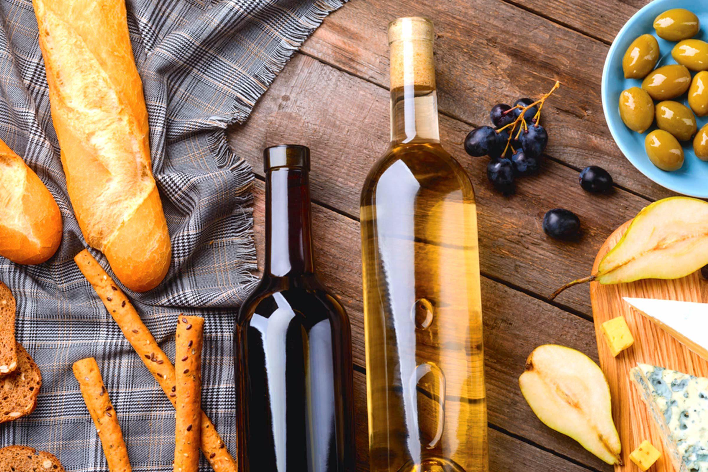wine grapes and bread