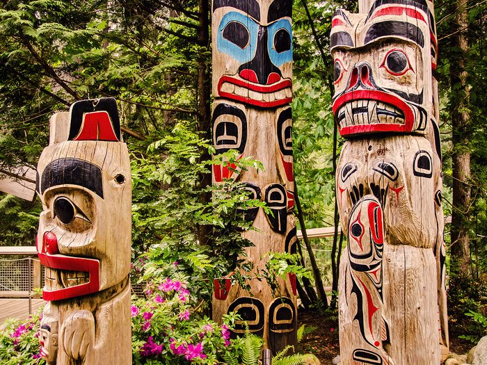 Day trips from Vancouver - Capilano Park totem poles
