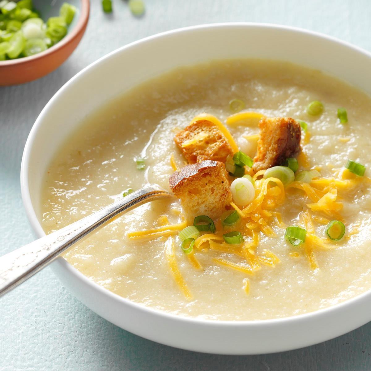 Slow cooker creamy cauliflower soup