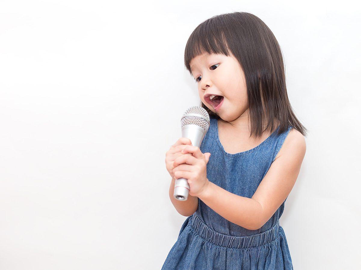 Funny Parenting Tweets - Little Girl Singing