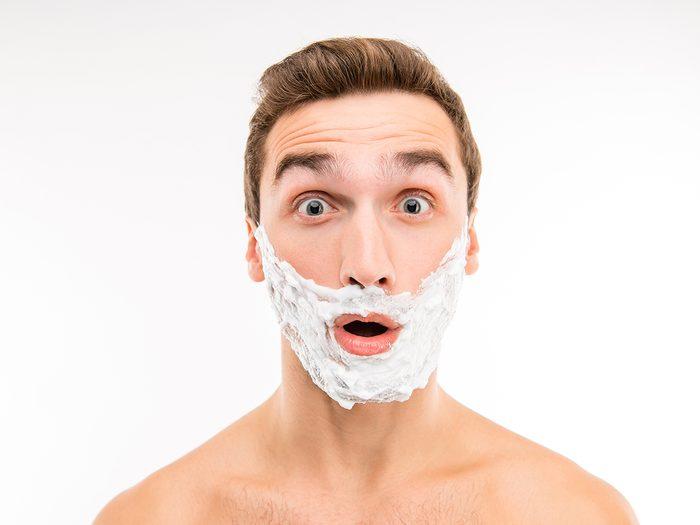 Hilarious tweets - funny man shaving