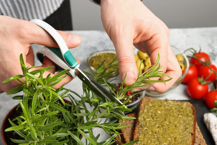 Ways to cook everything faster - Cutting rosemary