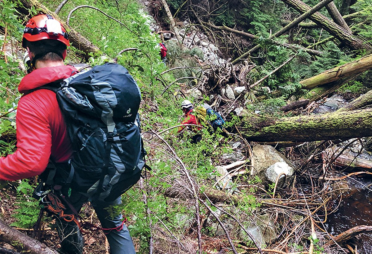 Rescuers descend in search of the Hoogstras