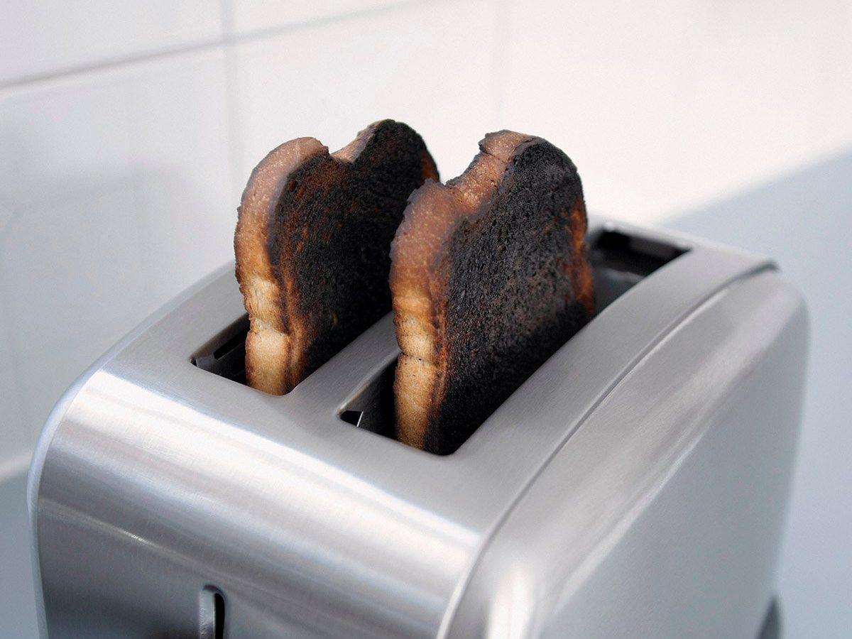 Common toaster mistakes - Burnt toast in toaster