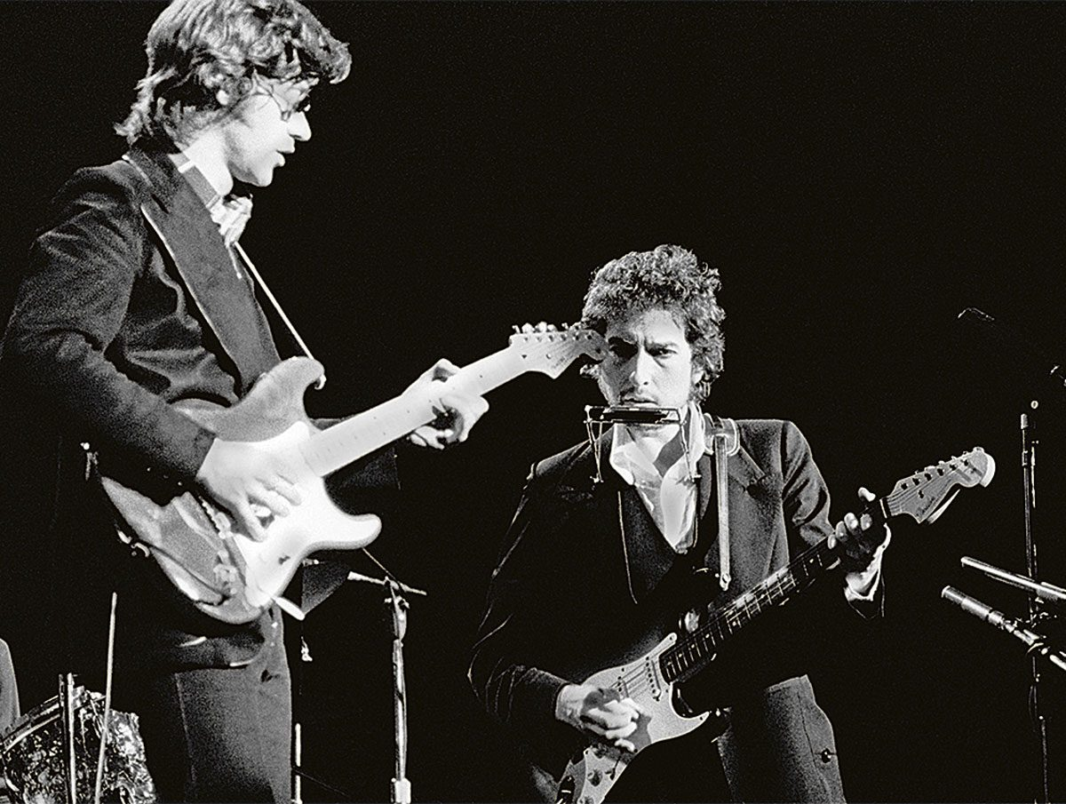 Robbie Robertson on stage with Bob Dylan at Madison Square Garden