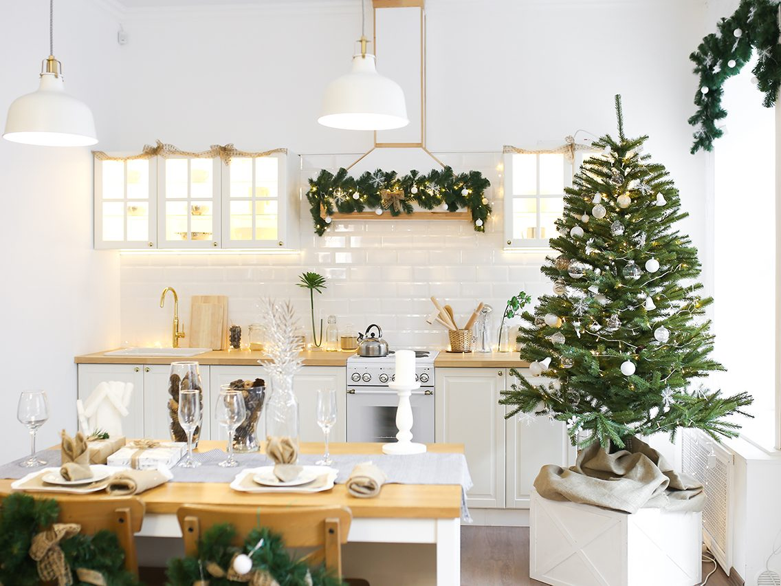 How to decorate for the holidays according to your zodiac sign - aquarius